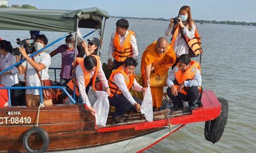 Hoạt động thả cá tái tạo nguồn lợi thủy sản năm 2021