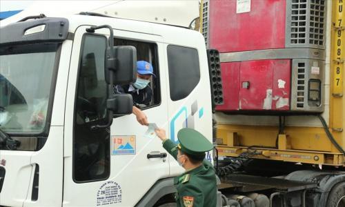 Phòng COVID-19, Trung Quốc siết chặt quy định với hàng nhập khẩu